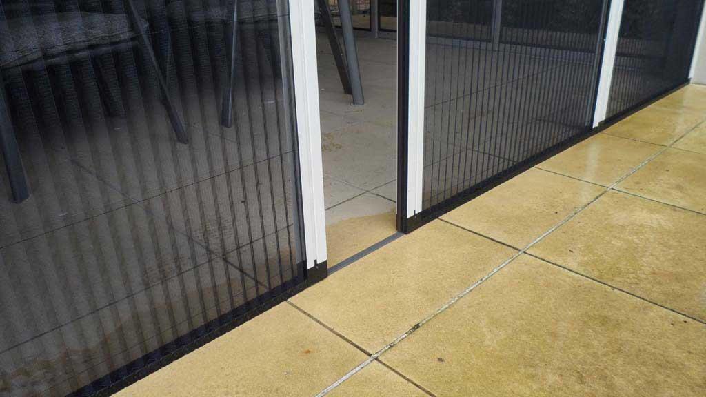 Flyscreen doors gallery retractable flyscreen doors for for Retractable window fly screens
